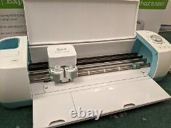 CRICUT EXPLORE AIR MACHINE IN ORIGINAL BOX WIRELESS with tools and accessories