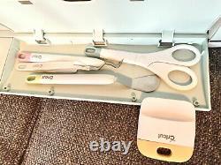 Cricut Explore Air 2 Machine Bundle / Tools, pens, shirts, great for beginners